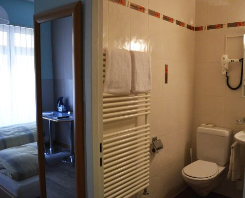 L'hôtel 3 étoiles Bel Espérance au centre ville de Genève vous propose des chambres simples et doubles ainsi que des petits studios.