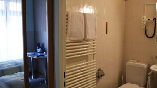 L'hôtel 2 étoiles Bel Espérance au centre ville de Genève vous propose des chambres simples et doubles ainsi que des petits studios.